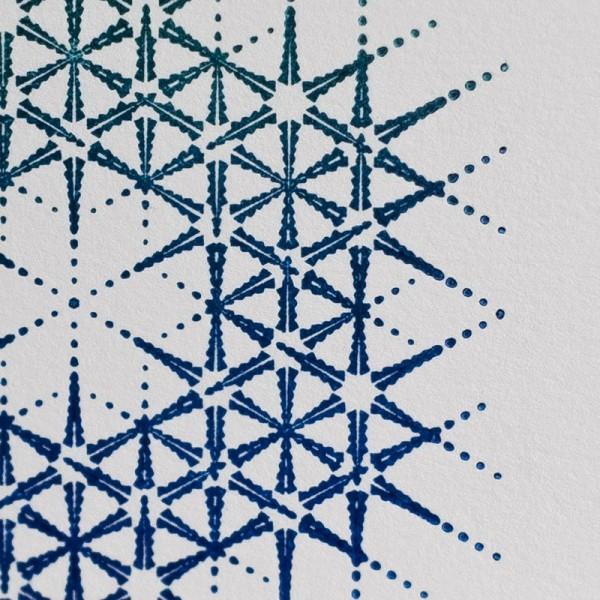 radial-geo-aqua-closeup